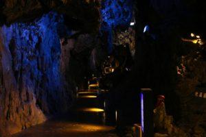 岩手【龍泉洞窟探検】ブルーの地底湖!駐車場や営業&所要時間と料金