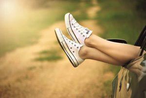 【車中泊】足のむくみやエコノミークラス症候群、症状の原因や予防対策