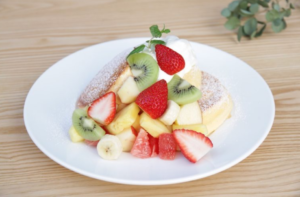 幸せのパンケーキ「季節のフルーツのパンケーキ」