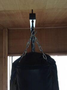 サンドバッグの鎖の切断